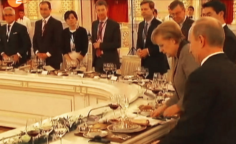 Philipp Bayat (far left) during the business talks with Federal Chancellor Angela Merkel (2nd from right) and President Vladimir Putin (far right, behind Minister of Economic Affairs Philipp Rösler). Source: ZDF