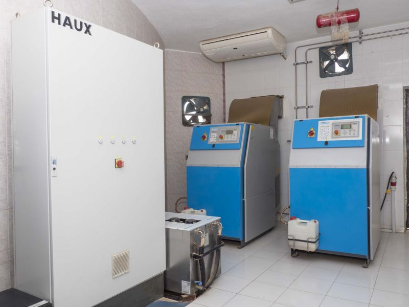 Two high-powered VERTICUS 5 compressors supply breathing air for the new hyperbaric chamber